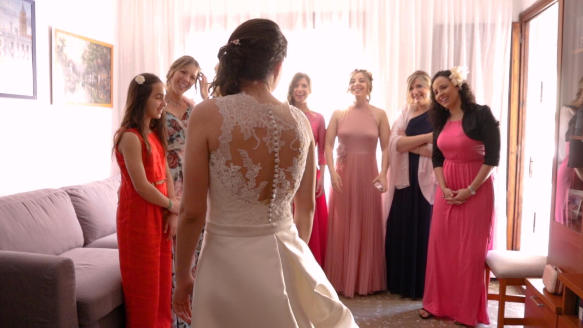 Boda en Castellón. Novia y amigas de la novia. Celebración en La Opera Benicassim
